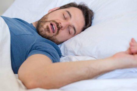 خوابیدن با دهان باز چه زمانی خطرناک میشود؟